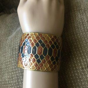 Open cuff bracelet, gold tone